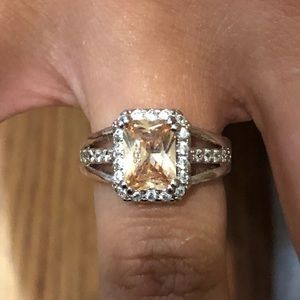 Jewelry - Square champagne color ring